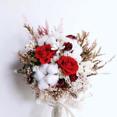 D12。紅玫瑰不凋花乾燥花捧花。拍照捧花。客製新娘捧花。台北自取【Flower&House花藝之家】