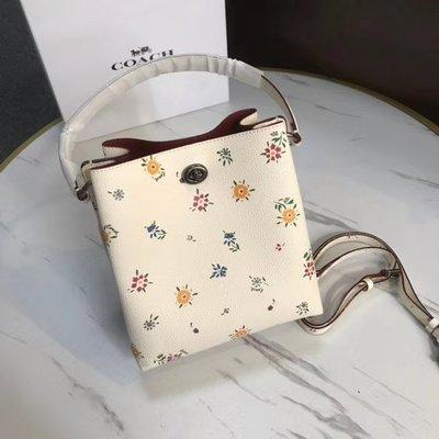 【小怡代購】 全新 COACH 1041 新款碎花小號水桶包 女式手提包 單肩背包 斜跨包 超低直購