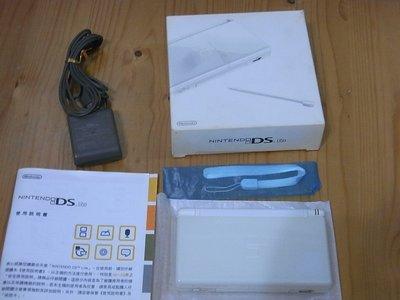 【小蕙館】電玩主機 ~ NDSL 白色主機盒裝 / 二手 (隨機贈送遊戲卡帶1片)