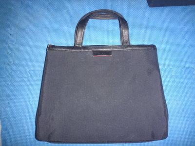 ~保證真品蠻優的 Moschino 黑色真皮和尼龍布款肩背包 置物方包 側背包~便宜起標無底價標多少賣多少