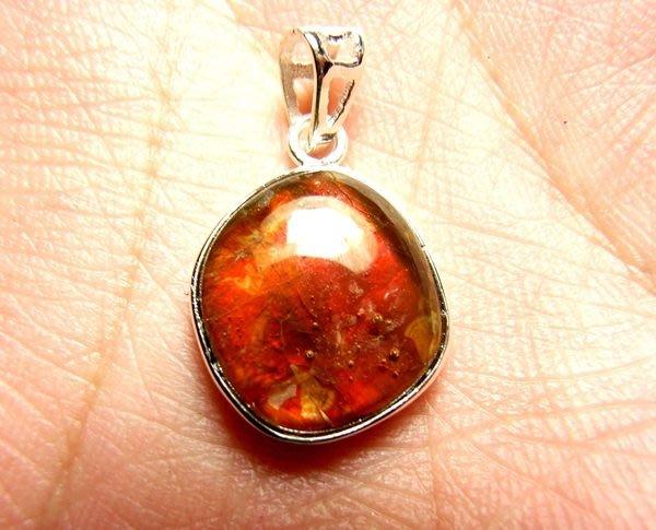 小風鈴~天然極品七彩斑彩石墜子(重1.9g)又名~發達石.麒麟石(帶強烈紅綠光)聖變石
