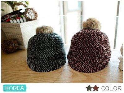 〔清倉.出清〕秋冬。韓國配件。毛球別針騎士帽~2色*【貨號92836】