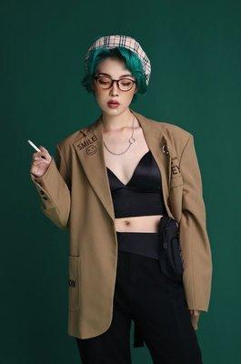 【黑店】原創設計 訂製款卡其色西裝外套 笑臉人生格言西裝外套 秋季西裝外套 顯瘦百搭個性西裝外套 EO127