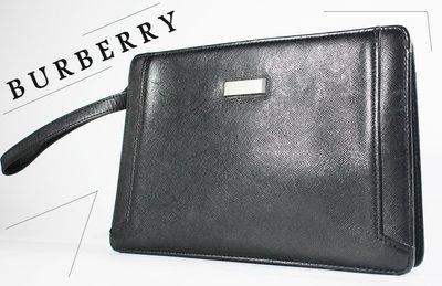 ♥桑園精品♥ 二手真品 BURBERRY 黑色真皮 防刮壓紋 古董手拿包 T 5113