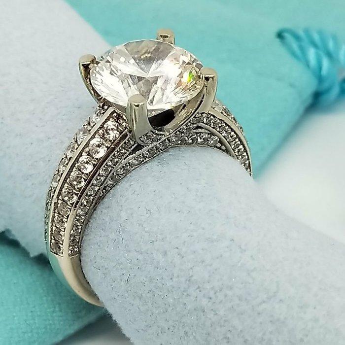鑽戒3克拉高檔925純銀鍍白金仿真高碳鑽戒超閃單碳原子鑽戒媲美真鑽鉑金質感求婚 結婚 情人節禮物鑽石莫桑鑽寶華麗熱銷
