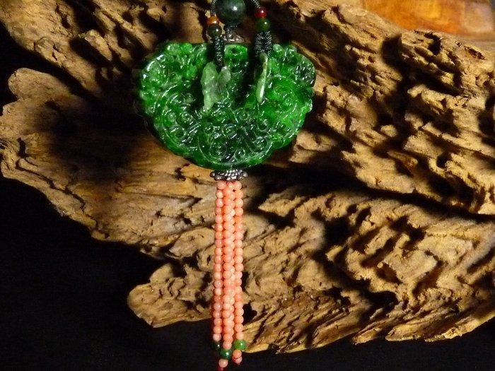 花見小路m71 早期 緬甸玉.A貨.鐵龍生.翠綠滿色.石墨稀少 花青玉佩掛飾  珊瑚流蘇 水頭足.雕工細膩 寬5cm高