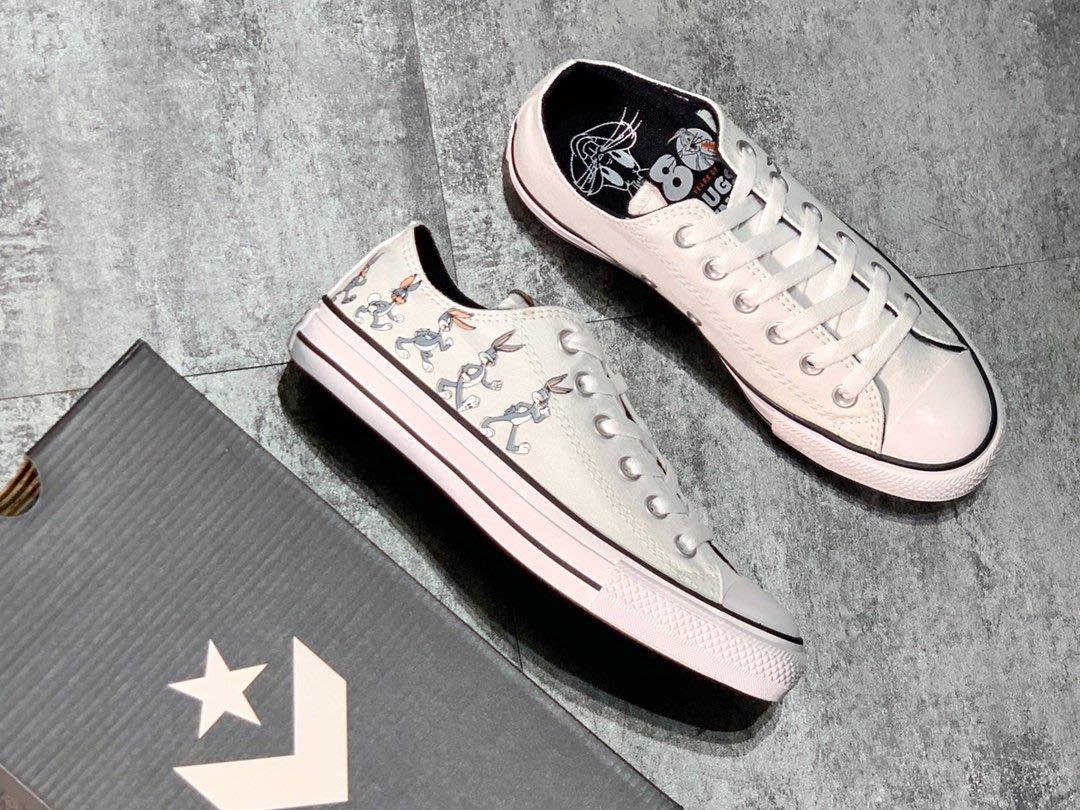 『Kiki專業代購』Bugs Bunny x Converse 匡威兔八哥聯名款低幫休閒運費帆布板鞋 男女鞋 白色