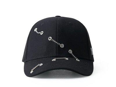 【 訂製紙箱寄出  】暗黑風鏈條老帽 彎帽簷  棒球帽 鴨舌帽 金屬後扣 權志龍 余文樂 GD supreme