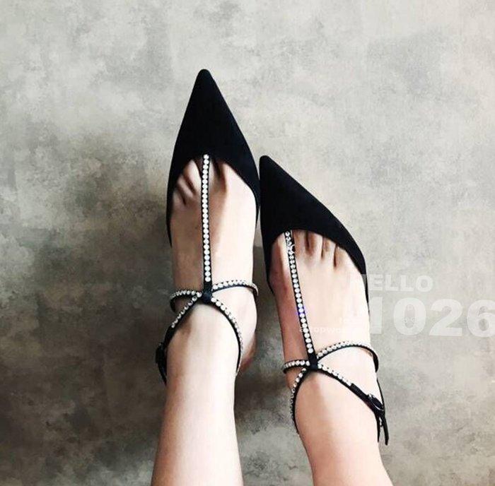 +1026+歐美黑色氣質跟鞋 性感後鏤空一字帶繫帶 腳踝環帶繞帶 麂皮絨面 淺口露趾 碎鑽水鑽T字帶 尖頭中高跟涼拖鞋