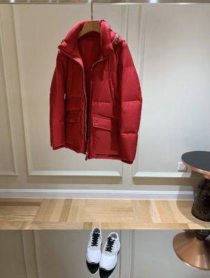 《巴黎拜金女》聖誕限量版!紅色接真皮邊羽絨服