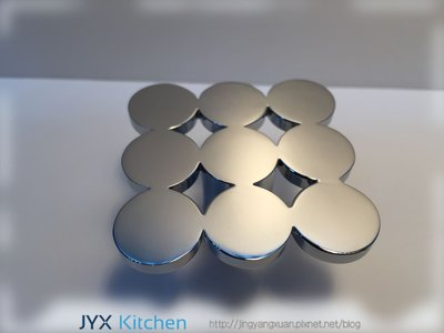 櫥櫃 櫥飾 系統櫃 廚房 門板 精緻漂亮把手 手把 九宮圓造型 為櫥櫃點綴 晶漾軒廚房規劃設計 JYX Kitchen