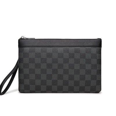 潮流包包2021新款男包時尚小包 潮牌簡約青年手拿包 格子圖案手腕包iPad包