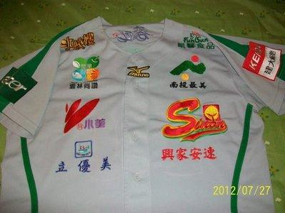 實戰~~興農牛棒球隊salu余賢明實戰球衣一件,不是陳偉殷、王建民、中華隊