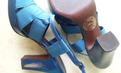 DRIES VAN NOTEN 土耳其藍小羊皮木底楔型高跟涼鞋(原價近四萬)