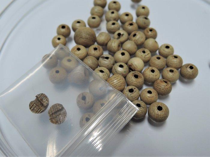 13R1沉香樣品珠.馬來西亞倒架高油脂沉香.約6mm一粒