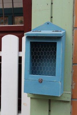 ZAKKA糖果.臘腸鄉村雜貨坊    木作類.KALANA  II復古造型信箱(下開門式收件箱信箱造型壁架展示架會場佈置