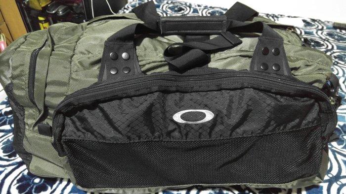 九成新!已絕版OAKLEY超大旅行袋,保證真品!歡迎面交!