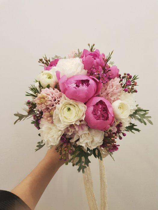 F79。季節限定。牡丹捧花。粉白色系新娘捧花。拍照手綁花。客製捧花。台北歡迎自取【Flower&House花藝之家】