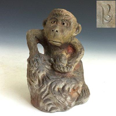 【松果坊】日本備前燒 柴燒 猿猴獻瑞桃 有底款 日本陶燒s227b