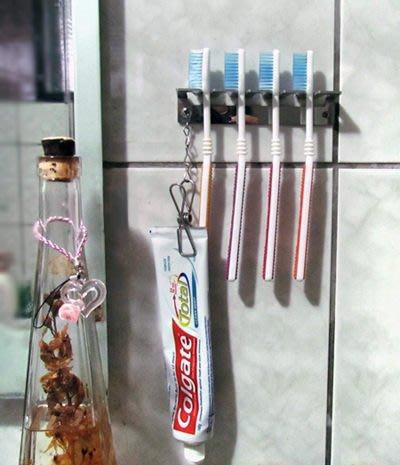 ☆成志金屬☆╳設計款精品╳不鏽鋼牙刷架,簡式精緻風格,附夾子可倒置牙膏