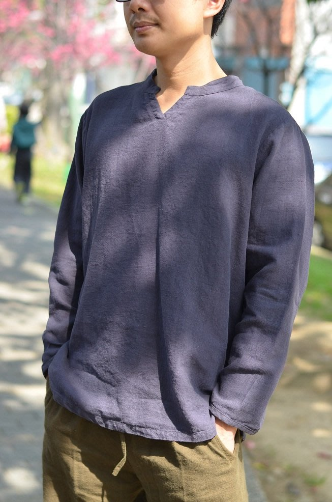 ☆雲南卓瑪☆1508032B特價..設計款..男衫..水洗厚麻立領麻T~紫藍~奔雲M,L  A3-7