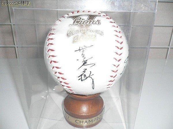 貳拾肆棒球--絕版品!日本帶回職棒精品2002西武獅冠軍紀念全隊簽名大棒球