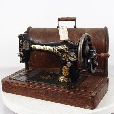 百寶軒 1917年古董手搖縫紉機勝家Singer縫紉機帶箱配件基本全8品 ZG2560
