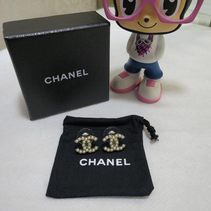 典精品名店 Chanel  真品 雙C 珍珠 穿式 耳環 現貨