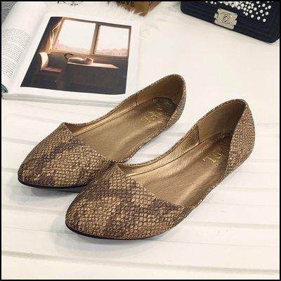 六月芬蘭[B0034]獨家款歐美街頭蛇皮尖頭舒適娃娃鞋棕色平底鞋休閒鞋(35-41大尺碼)現貨