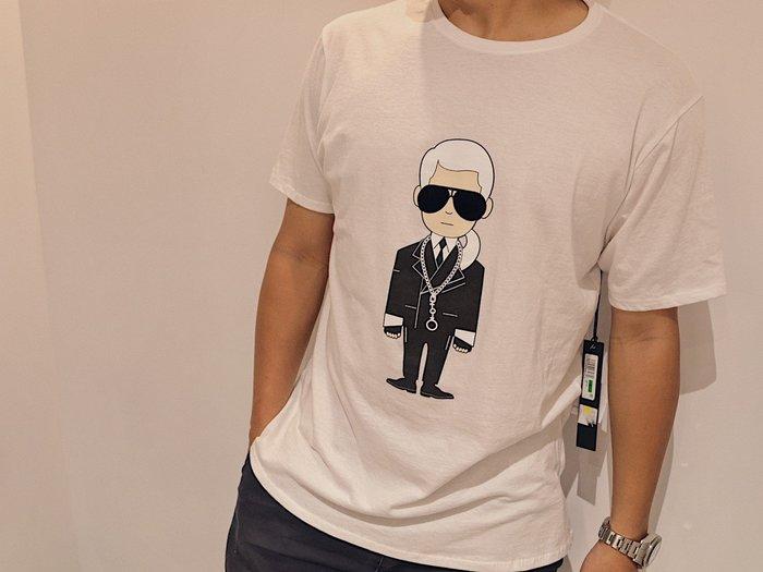 【蟹老闆】KARL LAGERFELD 卡爾 老佛爺 100%真品 絨布墨鏡人像 男生短袖 白色 限量