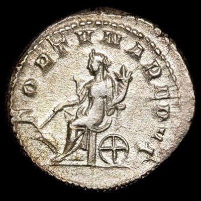 【閒雲雅士】古羅馬銀幣 (#9) — Gordian III / Fortuna (1780年歷史古銀幣) 有保證書