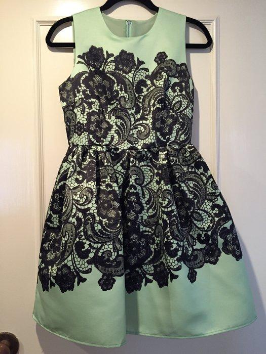 Valentino 千頌伊款洋裝 蕾絲印花緞面材質 全新!