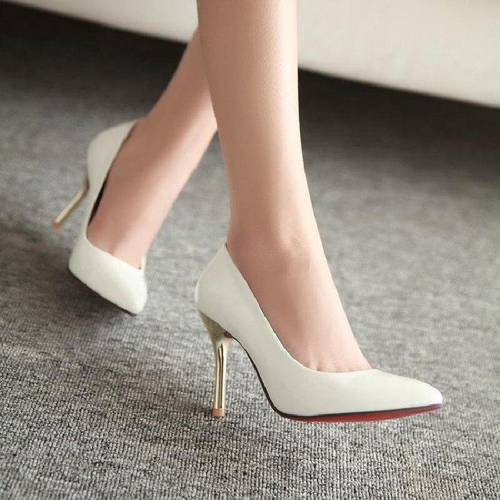 【星居客】精美女鞋大小碼女鞋  韓版時尚顯瘦小尖頭細跟高跟單鞋淺口漆皮女鞋40 41 42 43大碼S932