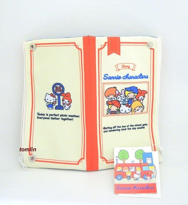 開學實用、限定擁有:日本 HELLO KITTY 70年代懷舊人物紀念可折疊之大筆袋,現貨實拍,只有三個。