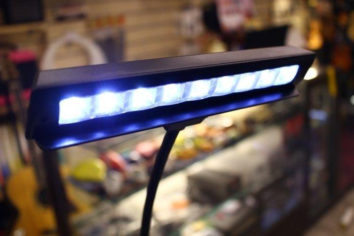 【老羊樂器店】10 LED 譜架燈 樂譜燈 可裝電池 可插電源線 使用4號電池 (樂團演奏首選)