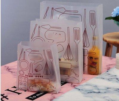 Amy烘焙網:50入/小號白色霧面磨砂食品包裝袋/西點塑膠外賣袋/蛋糕包裝提袋