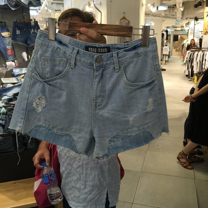 【江南小舖】正韓--定腰式素色刷破牛仔短褲****零碼出清
