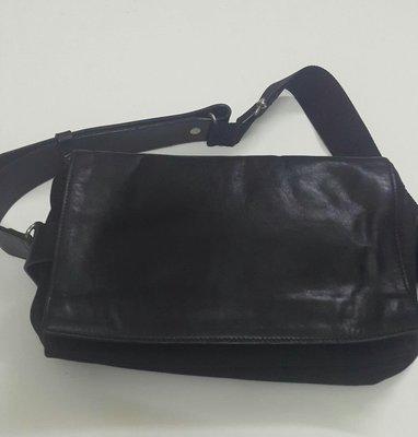 Y'SACCS小帆布+真皮斜側背包手機包,蓋子面真皮背帶一邊皮的,自然使用沒明顯傷,山本耀司品牌