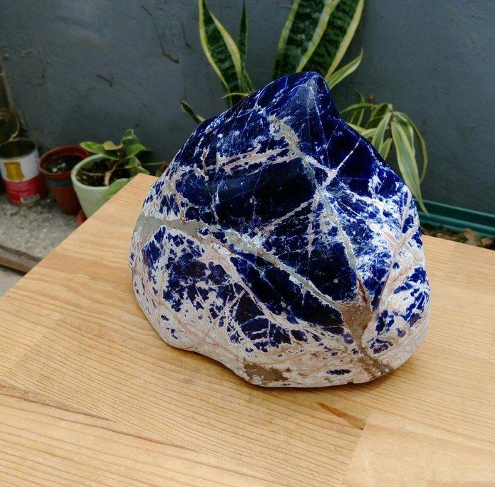 珍藏南非國寶石 天然優色 南非藍寶石雪山形原礦擺件 漂亮質優手工拋光不粗糙,重約2100公克