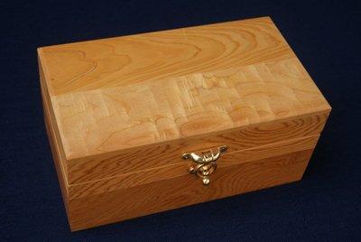 【阿里山小姑娘】經典檜木寶盒放紀念幣~ 首飾珠寶和值得紀念的小東西,尊貴獨一無二