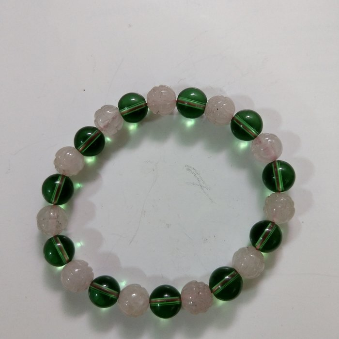 【開運如意閣】J393天然水晶~蓮花粉水晶+綠琉璃-約8mm*22顆圓珠手鍊-手圍約17公分~事業順.護身.增人緣