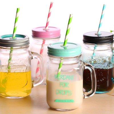 【限時下殺89元】復古玻璃把手杯 梅森罐頭瓶 字母吸管水杯 奶茶果汁杯 瓶身浮雕設計 夏天辦公室梅森杯 梅森瓶星空瓶