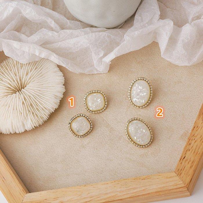 {菲兒韓國飾品} B5597 韓國直送(正韓)-氣質復古方形椭圓貝殼碎片寶石耳環(二款)