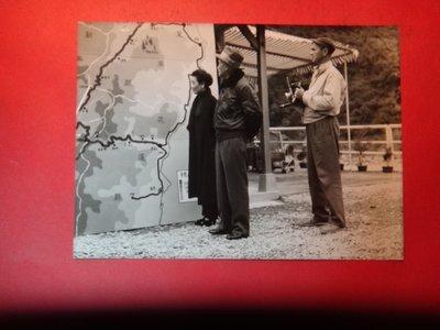 【愛悅二手書坊 A-01-4】民國四十六年 蔣公與夫人宋美齡巡視東西橫貫公路 初建工程