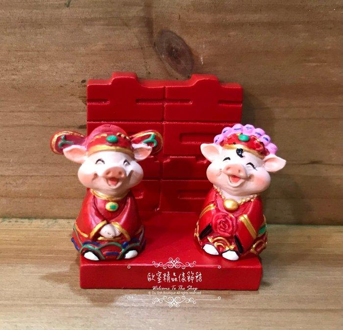 ~*歐室精品傢飾館* ~  鄉村風 囍 喜氣洋洋 結婚 禮物 可愛 小豬 磁鐵 婚禮 擺飾 名片座 布置 ~新款上市~