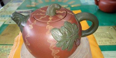 【~Y.W.Y~收藏品】~飲茶人早期收藏~紫砂(瓜型壺)~歡迎行家鑑賞實品~Y136