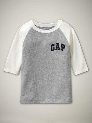 (嫻嫻屋)全新正品現貨 Gap帥氣小男生Logo Raglan 五分袖Logo棉T 美國進口Size:5T