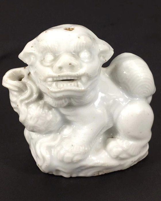 清-雅士文房瓷器用品-白瓷獅水滴-
