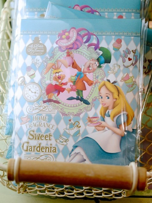 Ariel Wish日本迪士尼愛麗絲Alice妙妙貓時鐘兔花園下午茶米奇米妮婚禮小精靈園區內限量香香包香氛包美國製-三款