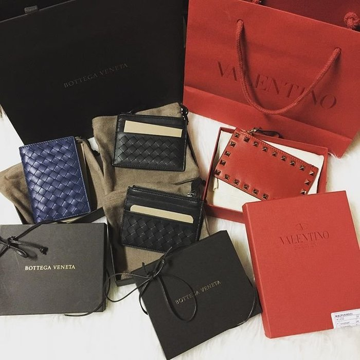 VALENTINO 買羊毛大衣的紅色亮面超大紙袋